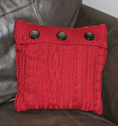 Ideas for Repurposing Old Clothes. Sweater Pillow Save a sweater with raggedy sleeves by stitching the torso into a super cuddly pillow. Old Sweater Crafts, Pullover Upcycling, Alter Pullover, Sewing Crafts, Sewing Projects, Memory Pillows, Sweater Pillow, Recycled Sweaters, Diy Pillows