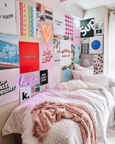 VSCO Room Ideas: How to Create a Cute Dorm RoomYou can find Decor room and more on our website.VSCO Room Ideas: How to Create a Cute Dorm Room Teenage Room Decor, Dorm Room Designs, Room Ideas Bedroom, Cool Bedroom Ideas, Cool Room Decor, Bedroom Inspo, Cute Bedroom Decor, Cheap Room Decor, Girls Bedroom Colors