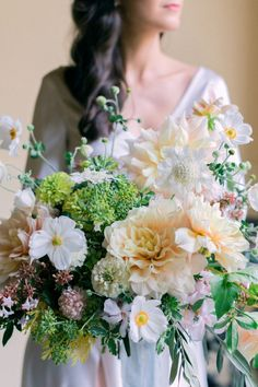 Take a look at this breathtaking styled shoot at Villa Mapellimozzi. Photo: @malvina_frolova Pastel Bouquet, Flower Bouquet Wedding, Floral Wedding, Flower Bouquets, Wedding Themes, Wedding Designs, Wedding Styles, Wedding Decor, Lake Como Wedding