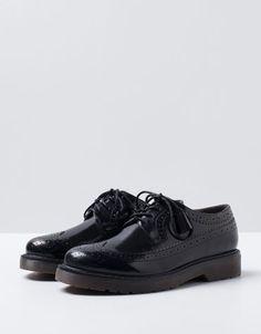 Tienda: Bershka Zapato: Blucher Picado Precio: 35,99