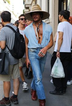 Phil Oh's Best Street-Style Photos From Milan's Spring 2020 Menswear Shows – Daily Fashion Mens Fashion Week, Daily Fashion, Fashion Photo, Boho Fashion, Fashion Trends, Snow Fashion, Fashion Wear, Street Fashion, Men Street