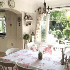 Love the style of this cottage kitchen dinning room, the table cloth brings it all together. Cottage Dining Rooms, Cottage Kitchens, Cottage Living, Cozy Cottage, Cottage Homes, Cottage Style, Country Living, Inside A House, Cottage Design