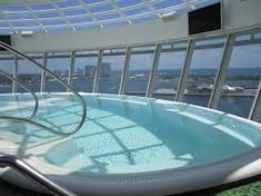Cantilevered hot tub on Independence of the Seas