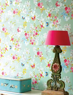 Love the way these accents stand out on this minty green. Wall paper from Amsterdam's Pip Studio