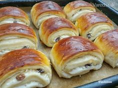 Tvarohové mini záviny (fotorecept) Baking Recipes, Cake Recipes, Dessert Recipes, Chocolate Brioche, Bread Dough Recipe, Good Food, Yummy Food, Czech Recipes, Sweet Pastries
