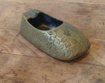 Laiton Vintage chaussure turc cendrier - cendrier chaussure arrondie, Mid Century, Bohème, éclectique, bijou, des années 1960, Mini cendrier, gravé en laiton