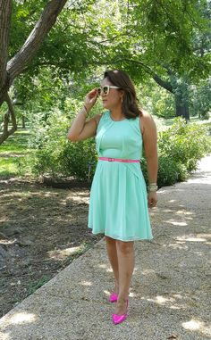 Vince Camuto mint dress with pink belt and pink Juicy Couture pumps. Juicy Couture sunnies from @kohls