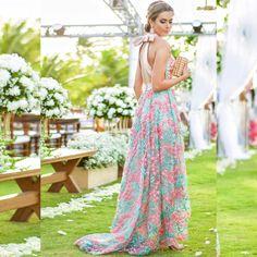 """""""Hoje quis usar um modelito mais romântico  Vestido @ateliealessandrasobreira @alessandrasobreira  #looksreuchoa #wedding #vestidos #casamentogabiny…"""""""
