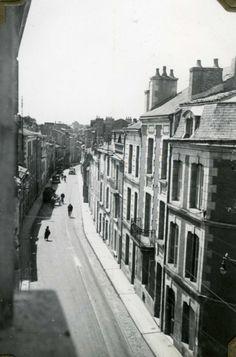 POITIERS - Vue de la Maison ( 55 Rue de la Tranchée ) de Pierre Lecarme et Irène Courby sur la Rue de la Tranchée. - Photographie de la collection privée d' Irène Courby et Pierre Lecarme entre 1935 et 1936. https://www.google.fr/maps/@46.5755151,0.3322421,3a,90y,246.17h,83.12t/data=!3m6!1e1!3m4!1sCM59WNLdbsjtqNpb9p8b3A!2e0!7i13312!8i6656!6m1!1e1