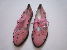 // Pink scallop shoes from the ETSY BLOG: http://www.etsy.com/blog/en/2011/storyboard-high-school/