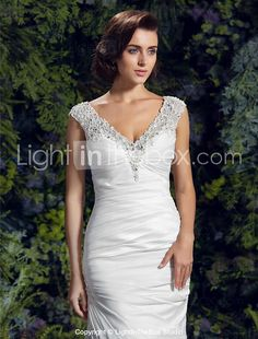 Lanting Bride® Trumpet / Mermaid Petite / Plus Sizes Wedding Dress - Chic & Modern Court Train V-neck Charmeuse with Appliques / Beading 2017 - $189.99