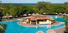 Piscina del hotel Barceló Montelimar Beach (link goes to a page with a list of the services availabe)