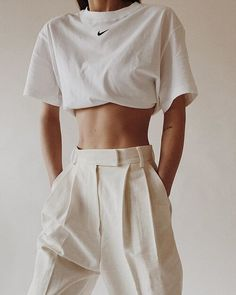 So, never downplay the necessity of stylish fashion choices. Street Style Inspiration, Zeina, Mode Streetwear, Fashion Outfits, Womens Fashion, Fashion Trends, Fashion Scarves, Casual Chic Style, All White