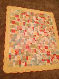 The scalloped edge really makes this quilt, so cute!