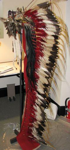 Dog Soldier bonnet and trailer, Hunkpapa Lakota. Native American Crafts, Native American Artifacts, Native American Tribes, American Indian Art, Cheyenne Tribe, Cheyenne Indians, Plains Indians, Dog Soldiers, Native American Headdress