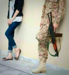 PaK ArMy Army Couple Pictures, Girly Pictures, Army Photography, Couple Photography, Military Couples, Muslim Couples, Indian Army Special Forces, Pak Army Soldiers, Soldier Love