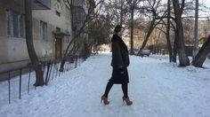 Masha - elegant in hohen Oxford-Pumps im Schnee (high-heeled in the snow...