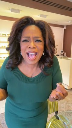 24 Pairs of Glasses That Look Just Like Oprah's, But Cost Less Oprah Glasses, Sleek Rose Gold, Rose Gold Glasses, Hollywood Divas, Warby Parker, Running For President, Oprah Winfrey, Optician, The Duff