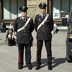 I die carabinero Dario Fo, Italian Police, Twelfth Night, Romeo And Juliet, Italian Fashion, Law Enforcement, Captain Hat, Italy, Hats
