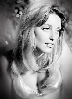 Sharon Tate 🌹 1967 Photo by Shahrokh Hatami Beautiful Mind, Most Beautiful Women, Vintage Hollywood, Classic Hollywood, Tv Movie, Movies, Divas, Roman Polanski, Sharon Tate