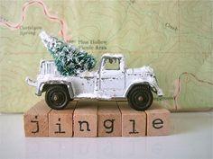 Vintage TootsieToy: White Tow Truck w Bottle Brush Tree