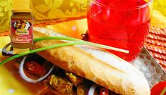 Surinaams eten – Broodje Kip Masala (brood belegd met kip masala) http://www.surinaamseten.nl/receptendetail.html?id=90&q=2&cid=5