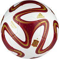 En nuestra sección de balones de futbol puedes comprar el balón españa capitano inspirado en el mundial de Brasil 2014. http://www.deportesmena.com/54-balones-de-futbol#.U3CV1vl_uaV