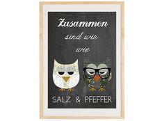 """Typografie Druck  """"Zusammen sind wir wie Salz und Pfeffer"""" mit zwei Eulen auf Tafelhintergrund.    Die Illustration hat DIN A3 Größe und ist auf st..."""