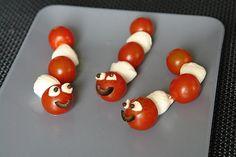 Tomaten-Mozzarella-Raupen, ein gutes Rezept aus der Kategorie Schnell und einfach. Bewertungen: 3. Durchschnitt: Ø 4,0.
