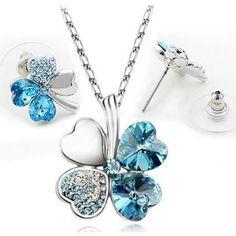 Neliapila kaulakoru ja korvakorut – Meren sininen  Korun tilaus- ja hintatiedot löytyvät osoitteesta: http://www.samaskoru.fi/tuote/neliapila-kaulakoru-ja-korvakorut-meren-sininen/  #korut #kaulakoru #jewelry #necklace #fashion  www.samaskoru.fi
