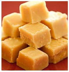 Fudge This is a condensed milk fudge I used to make when I lived there years and years ago. It was divineThis is a condensed milk fudge I used to make when I lived there years and years ago. It was divine Candy Recipes, Sweet Recipes, Dessert Recipes, Desserts, Fudge Recipe Condensed Milk, Old Fashion Fudge Recipes, Vanilla Fudge Recipes, Caramel Recipes, Kos