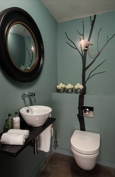 The unusual design of a compact or small bathroom is quite acceptable. And if you want to embody the creative decor, why not? Bathroom – functional room and we use it only from time to time, so you are unlikely to get tired of the excellent composition. Here you can also use in finishing materials that in a large room would cost a round sum.