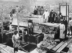 Την Κνωσό ανακάλυψε πρώτος ο Ηρακλειώτης έμπορος Μίνωας Καλοκαιρινός! Τη σκυτάλη…