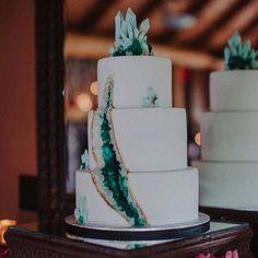 Omg! This is amazing. #wedding #weddingcake #weddingideas #cakes #minerals #gems