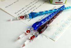 「ガラスペン」。ガラスの透明感が色を上手く引き出している。万年筆とはまた違う良さがあるようなので、一度使ってみたいです。