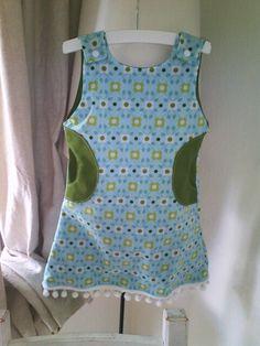Baumwollkleidchen mit Taschen unc Bommelborde, Druckknöpfe Größe 98