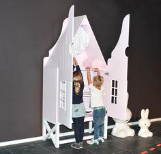 Ruime design kinderkamerkast van Kast van een Huis. Formaat: 210x100x50cm (HxBxD)