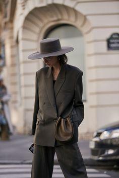 Best Street Style Details Of Paris Fashion Week - Women's fashion - Mode Fashion Week Paris, London Fashion Weeks, New York Fashion, Fashion Mode, Fashion Outfits, Womens Fashion, Style Fashion, London Stil, Stockholm Street Style