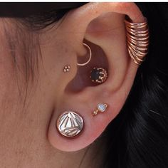 Well curated ear with rose gold, grey Dias, mop by Leticia Bustos , - Daith Piercing - Ear Jewelry, Pandora Jewelry, Body Jewelry, Jewellery, Tragus Jewelry, Septum Piercings, Piercing Tattoo, Ear Piercing, Piercings Lindos