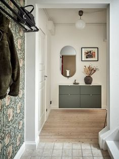 A green coloured entryway Hallway Inspiration, Interior Inspiration, White House Interior, Flur Design, Scandinavian Interior Design, Scandinavian Apartment, Entry Way Design, Home And Living, Furniture Design