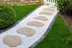 Garden paths and stepping stones stepping stone walkways astounding stone walkways and garden path design ideas Stepping Stone Walkways, Stone Garden Paths, Garden Stones, Flagstone Pathway, Gravel Walkway, Brick Walkway, Gravel Garden, Amazing Gardens, Beautiful Gardens