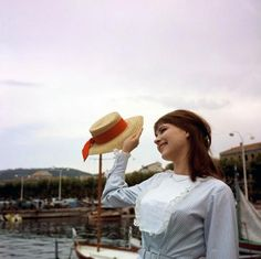 Anna Karina at the 1962 Cannes Film Festival. Anna Karina, Elvis Presley, Nastassja Kinski, French New Wave, Pictures Of Anna, Francoise Hardy, Jean Luc Godard, Howls Moving Castle, Cannes Film Festival