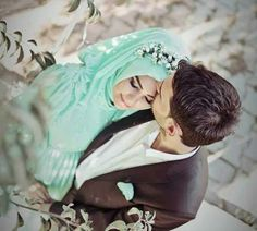 I love watching pictures of Halal Love / Cute Muslim Romantic Couples Photos holding hands and being happy. It makes me realize that true and meaningful love Cute Muslim Couples, Romantic Couples, Cute Couples, Wedding Poses, Wedding Couples, Wedding Ideas, Wedding Dresses, Vieux Couples, Muslim Couple Photography
