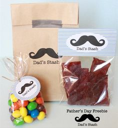 We are rounding up 12 Free Printable Father's Day Gift Ideas from around the web! These ideas will have the dad in your life smiling. Father's Day Printable, Free Printable Gift Tags, Free Printables, Party Printables, Diy Father's Day Gifts, Father's Day Diy, Gifts For Dad, Fathers Day Crafts, Father's Day