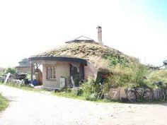 strawbale home.... where hobbits live ;)