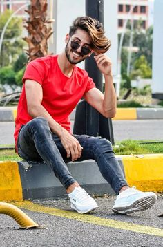 Men's Classic Styles For The perfect trendy look this Summer season, fresh off the grid. So here is a style guide for your everyday casuals! Photo Poses For Boy, Boy Poses, Suits And Sneakers, Shoes Sneakers, Hear Style, Mens Photoshoot Poses, Photoshoot Ideas, Best Poses For Men, Male Models Poses