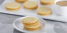 Anna Olson's Coconut Caramel Sandwich Cookies, inspired by Alfajores, with Asian coconut jam (kaya) Cookies Fourrés, Filled Cookies, Sandwich Cookies, Icebox Cookies, Perfect Snickerdoodle Recipe, Kaya Recipe, Best Sugar Cookie Icing, Asian Food Channel, Coconut Jam