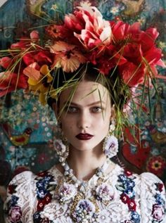 Karlie Kloss by Mario Testino for American Vogue 2012 Editorial Photography, Portrait Photography, Fashion Photography, Photography Flowers, Casco Floral, Fashion Art, Editorial Fashion, Tableaux Vivants, Floral Headdress