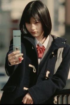 Юнру часто притворяется школьницей или студенткой, хотя ей уже за тридцать