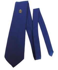 Vintage kipper tie with a corporate emblem This consists of Crown Capital letter B Crossed knife and fork Beer mug Two wine champagne glasses I do